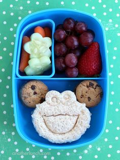Need some toddler lunch ideas? These 20 toddler lunches go well beyond function. Baby Food Recipes, Snack Recipes, Kids Packed Lunch, Easy Indian Recipes, Organic Recipes, Picky Eaters Kids, Good Food, Yummy Food, Toddler Lunches