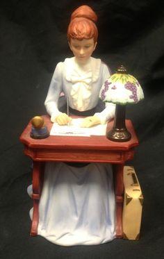 1985 Avon 'Mrs Albee Award' Presidents Club Porcelain  Lady Figurine