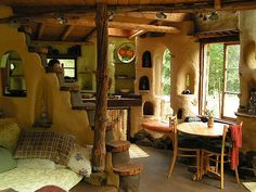 Beautiful owner-built green building construction project in Wolf Creek, Oregon. This particular green building is made entirely out of cob, a traditional (and durable) mixture of clay, sand, and straw. Cob House Interior, Home Interior Design, House Interiors, Interior Photo, Cob Building, Building A House, Green Building, Casa Dos Hobbits, Sweet Home