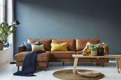 Weston sofaen kan du få i mange ulike oppsett og farger, som hjørnesofa i brunt skinn. Decor, Living Room, Furniture, Interior, Sofa, Dream Apartment, Sectional Couch, Loft, Home Decor