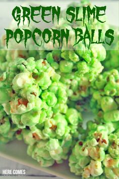 ► Green Slime Popcorn Balls Recipe: mini marshmallows, butter, popcorn and green food coloring. a gooey and ghoulish Halloween treat! Halloween Popcorn Balls Recipe, Halloween Treats, Green Popcorn Recipe, Pinata Halloween, Spooky Halloween, Recipes With Marshmallows, Popcorn Recipes, Mini Marshmallows, Dessert Recipes