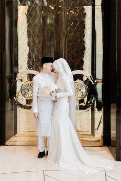 Danial and Diana's Palais Garnier-Inspired Wedding at The St. Hijabi Wedding, Wedding Hijab Styles, Kebaya Wedding, Muslimah Wedding Dress, Muslim Wedding Dresses, Wedding Poses, Dream Wedding Dresses, Malay Wedding Dress, Elegant Wedding Dress