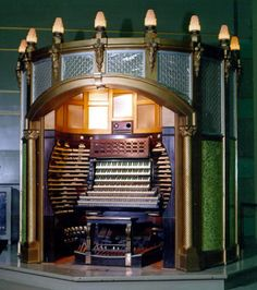 Dreamy Theatre Organ - thought it's probably in a church... ;-)