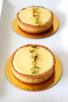 Лимонные тартинки с фисташками
