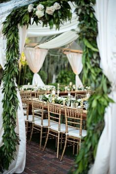 Gold and garland: www.stylemepretty... | Photography: Kristen Weaver - www.kristenweaver...