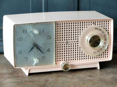 Vintage Pink GE Alarm Clock Radio. I want one of these for my kitchen