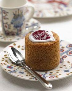 Runeberg's torte (Finnish: Runebergintorttu) is a Finnish pastry flavored with almonds and rum or arrack. Finland Food, Finnish Recipes, Scandinavian Food, International Recipes, Sweet Treats, Good Food, Tart, Sweets, Baking