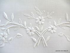 Articles vendus > Monogrammes, dentelles ... > LINGE ANCIEN/Merveilleux monogramme JC ancien brodé sur fil de lin avec guirlande fleurie pour couture et patchwork - Linge ancien - Passion-de-Blanc - Textiles anciens