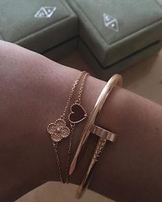 @tyffiii •.♡ Follow me on Instagram @stef.s_style for daily fashion & lifestyle updates of myself Dainty Jewelry, Cute Jewelry, Luxury Jewelry, Jewelry Box, Jewelry Accessories, Fashion Accessories, Fashion Jewelry, Love Bracelets, Ankle Bracelets