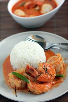 Easy Thai curry and Thai curry recipe. You can make delicious Thai curry with chicken, seafood, or a combination of both.