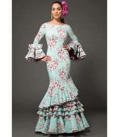 trajes de flamenca 2018 mujer - Aires de Feria - Vestido de sevillanas Estrella Floreado Flamenco Costume, Flamenco Dancers, Costume Dress, African Fashion Ankara, African Wear, African Dress, Pretty Outfits, Cute Outfits, Frill Dress