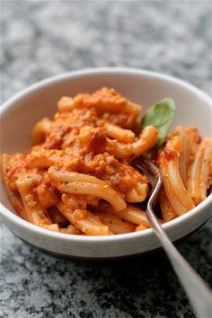 Pesto (quasi) alla trapanese (Sicilian Pesto with garlic and almonds)