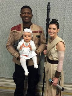 The Force Awakens Star Wars family Halloween costume  sc 1 st  Pinterest & DIY Rey Halloween Costume (Star Wars) u0026 Hair Tutorial | Star Wars ...