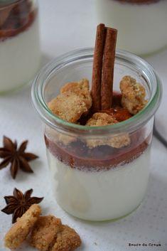 Panna cotta au lait d'amande, compote de quetsches, crumble cannelle (Almond milk panna cotta, plum compote and crumble)