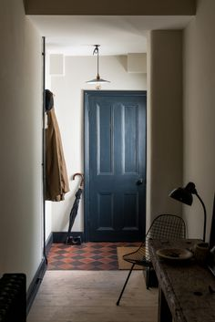 English Translation: A Compact Victorian Gets an Eclectic but Cohesive Makeover - Remodelista love this blue door tiled foyer Victorian Terrace House, Victorian Townhouse, Victorian Homes, Interior Architecture, Interior Design, Scandinavian Home, Apartments For Sale, Next At Home, Home Decor Accessories