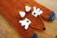Make this cute fox rug with Vanna's Choice! Pattern by Cheryl Patzer.