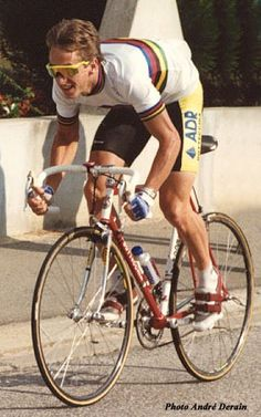 Greg LeMond - World Road Race Champion. Once as a Junior, twice as Professional.The greatest American cyclist. Velo Vintage, Vintage Cycles, Cycling Art, Cycling Bikes, Laurent Fignon, Bike Poster, Cycling Motivation, Bicycle Race, Bicycling