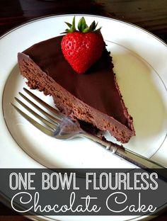 One Bowl Flourless Chocolate Cake {Gluten Free} #flourlesscake #chocolatecake #glutenfree | www.inspirationformoms.com