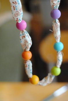 Easy bead necklaces kids could make. These would be great for the kiddos to make for mom on Mother's Day! =)