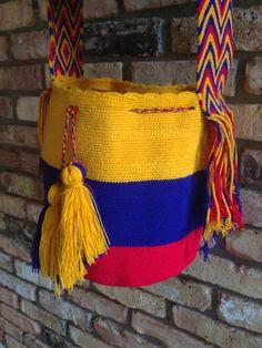 Gran Wayuu Mochila artesanal colombiano colores  por TheBuenaOnda, $150.00