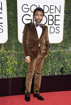 "Winner for Best Series, comedy or musical for ""Atlanta"" at the Golden Globes, Donald Glover, wore a Gucci DIY Made-to-Order velvet two-button New Signoria suit with a silk bowtie by Alessandro Michele. Donald Glover, Golden Globe Award, Golden Globes, Men's Accessories, Cannes, Ootd Men, Gucci Suit, Velvet Suit, Hollywood Men"