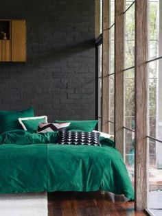 Time to update your quilt cover? Coming in a huge array of colours and styles, you're sure to find the perfect quilt cover set with Linen House. Green Bedding, Bedroom Green, Cozy Bedroom, Trendy Bedroom, Bedroom Decor, Emerald Bedroom, Master Bedroom, Bedroom Black, Bed Cover Sets