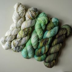 Went stashdiving today looking for the perfect fade. Found it. #fadingpointkal #yarnlove #indiedyedyarn