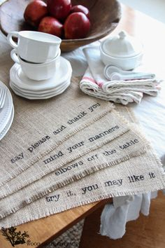 DIY Burlap Placemats by The Wood Grain Cottage Or maybe a table runner? Burlap Projects, Burlap Crafts, Fabric Crafts, Craft Projects, Diy Crafts, Burlap Art, Burlap Signs, Burlap Fabric, Party Crafts