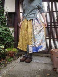 着物リメイク☆春真っ盛りの黄色ロングスカート♪縮緬小紋の色が可愛い80㎝丈 - 西垣洋子