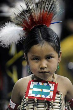 Native American child //Awe, what a cutie, precious EL// Native Child, Native American Children, Native American Beauty, Native American Photos, American Indian Art, Native American Tribes, Native American History, We Are The World, Portraits