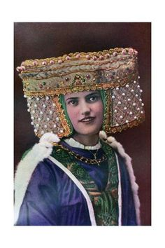 Fashion from the reign of Richard. British Costume, Vintage Wardrobe, 14th Century, Green Velvet, Fashion History, Headdress, Reign, Giclee Print, Captain Hat
