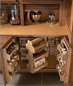 Как все поместить на маленькой кухне: 14 идей для хранения