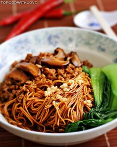 To Food with Love: Egg Noodles with Pork and Mushroom Sauce (Kon Loh Mee) --------------- Key: Noodles, Pork, Asian, Food Asian Noodle Recipes, Asian Recipes, Healthy Recipes, Ethnic Recipes, Entree Recipes, Yummy Recipes, Malaysian Cuisine, Malaysian Food, Malaysian Recipes