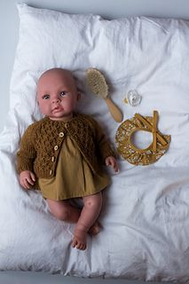 Ravelry: PetiteKnit Doll Knits: Carl's Cardigan pattern by PetiteKnit Baby Knitting Patterns, Baby Patterns, Doll Patterns, Baby Doll Toys, Doll Maker, Yarn Projects, Stockinette, Knitted Dolls, Diy Doll