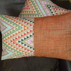 Housse de coussin graphique, triangles, orange et multicolore