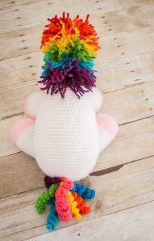 Love the colors on this crochet unicorn. Free pattern! | www.1dogwoof.com