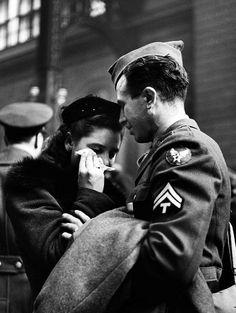 Saying goodbye at Penn Station, New York City, 1944. Photo: Alfred Eisenstaedt.