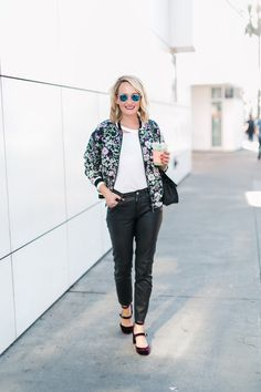 Spring 2018 style and everyday outfit ideas. I live in leather cropped pants because they are comfy and chic @thestyleeditrix