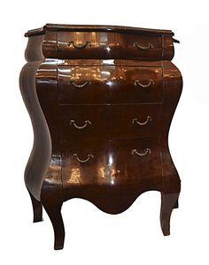 Cômodas Bomber européia em madeira nobre com quatro gavetas. Puxadores em bronze. Med. 110 x 87 x 42