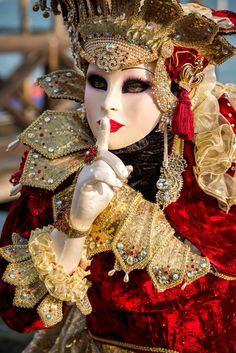 Venice Carnival Costumes, Venetian Carnival Masks, Carnival Of Venice, Venetian Masquerade, Masquerade Ball, Venice Carnivale, Venice Mask, Costume Carnaval, Costume Venitien