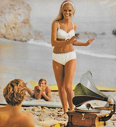 & and & beauty — justseventeen: June 'Coppertone gives y., Beach Outfits, & and & beauty — justseventeen: June 'Coppertone gives you. Bikini Vintage, Vintage Swimsuits, Retro Swimwear, Lauren Hutton, 60s And 70s Fashion, Vintage Fashion, Bikini Shop, Patti Hansen, Retro Bathing Suits