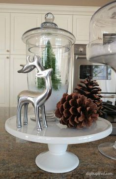 Simple Christmas Home Décor Ideas - Use a Cake Stand and Glass Jars Christmas Kitchen, Simple Christmas, Christmas Home, Christmas Crafts, Modern Christmas, White Christmas, Merry Christmas, Diy Christmas Decorations Easy, Christmas Centerpieces