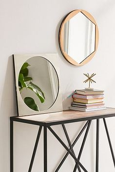 Miroir hexagonal avec bordure en métal - Urban Outfitters 38€