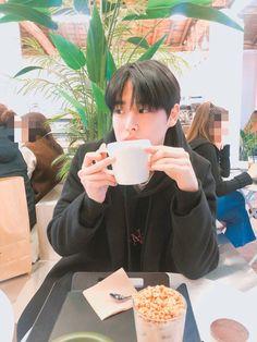 Cover by kak byungchan itu pokoknya kakak able banget in producex in byungchan Hoody Kpop, Jung Chaeyeon, Big And Rich, Alice, Boyfriend Photos, Cute Asian Guys, Boy Images, Boys Life, Love My Kids