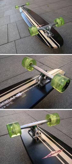 """LONGBOARDLARRY """"Dancer"""" inspirada en el estilo Adam Colton en madera laminada de 15/18 láminas con unas medidas de 59"""" x 8,5"""", muy recomendada para cross stepping, ten hanging, nose manuals y dancing. En este caso está montada con ejes SABRE de 190, tornillos TRACKER, shock pads PROJECT de 1/8"""", rodamientos ISB 608ZZ, spacers HOLY y ruedas HAWGS """"Mini Monster"""" de 70mm/78A."""