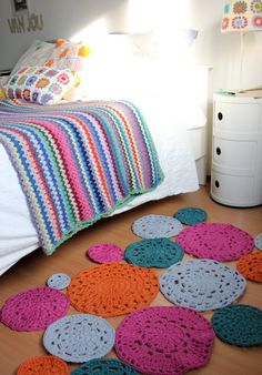 Doily crochet rug from idalifestyle shop on Etsy - don't know which I like better, the rug or the afghan Love Crochet, Beautiful Crochet, Knit Crochet, Doily Rug, Crochet Doilies, Yarn Projects, Crochet Projects, Crochet Carpet, Crochet Home Decor
