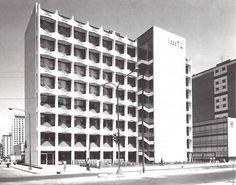 Vista a la calle, Maternidad del hospital en Cuidad Tlatelolco, ISSSTE, Prologacion Lerdo en la esquina de 5 de Mayo Manuel González, Tlatelolco, México DF 1964  Arq.Enrique Yáñez -  View Street, City Maternity Hospital (ISSSTE) in Tlatelolco, Mexico City 1964