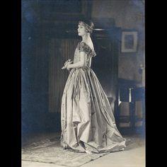 Lucile - Robe de Style, photographie de Laure Albin-Guillot (1923)