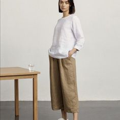 Muji's natural and simple design complements today's lifestyles perfectly. Minimal Chic, Minimal Fashion, Minimal Outfit, Muji Style, Wide Leg Cropped Pants, Knee Length Shorts, Japan Fashion, Capsule Wardrobe, Outfits