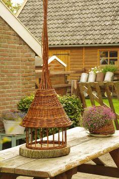 Willow bird feeder- handmade By : Anja van der Veer